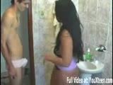 Seksowna Latynoska daje dupy w łazience