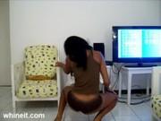 Seksowna czekoladka seksownie tańczy